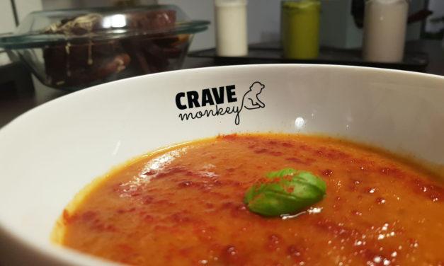 Zupa z marchwi, syropu klonowego, kokosa i pieczonego czosnku