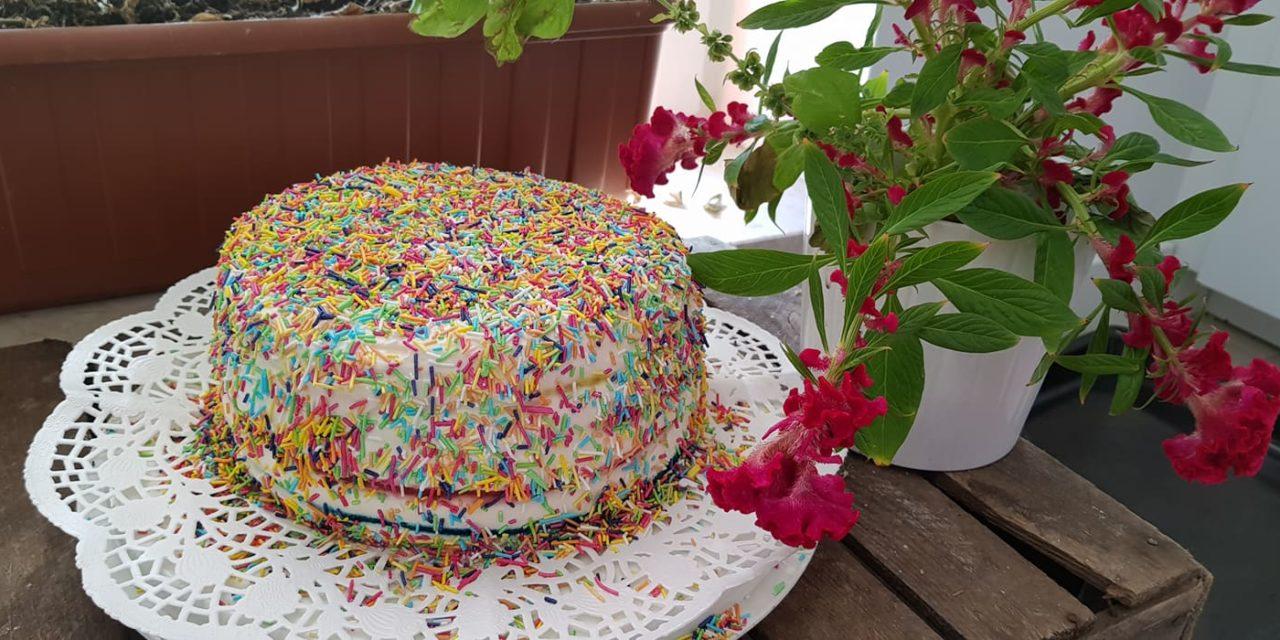 Przepis na tęczowy tort