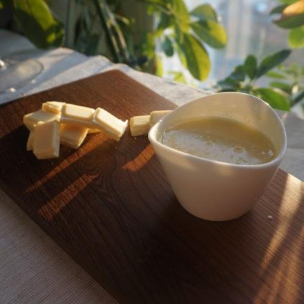 White yoghurt-chocolate icing