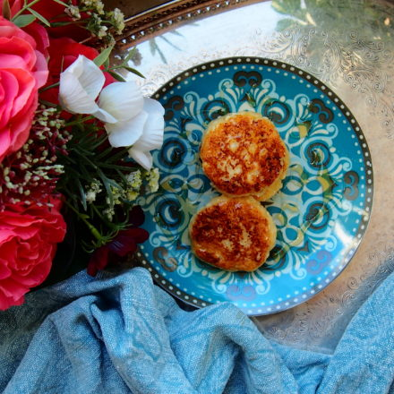 Syrniki (Russian pancakes based on cottage cheese)