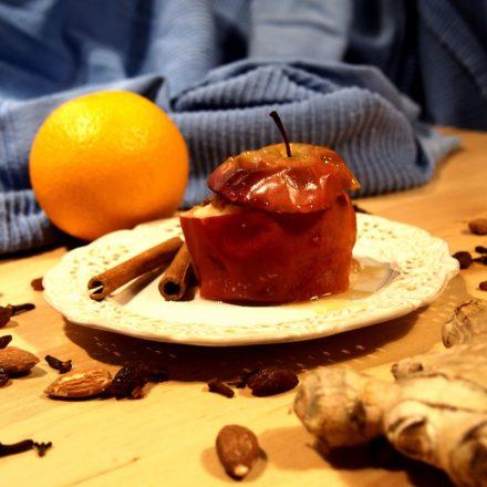 Pieczone jabłko z nadzieniem z masła orzechowego