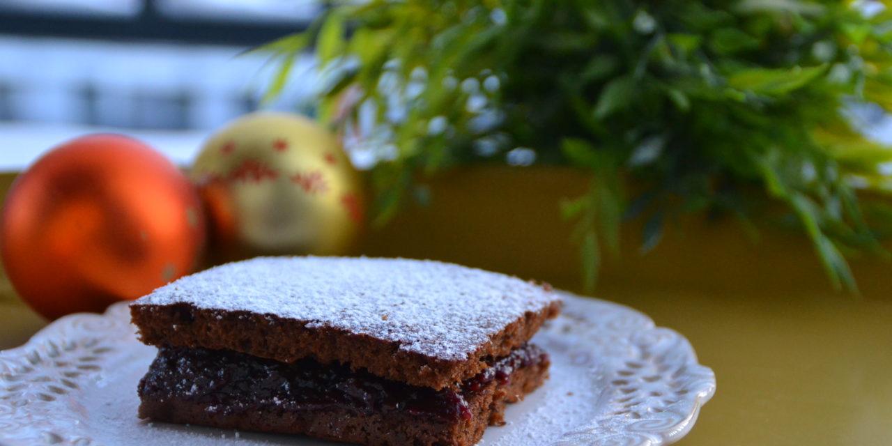 Quick plum–chocolate gingerbread cake