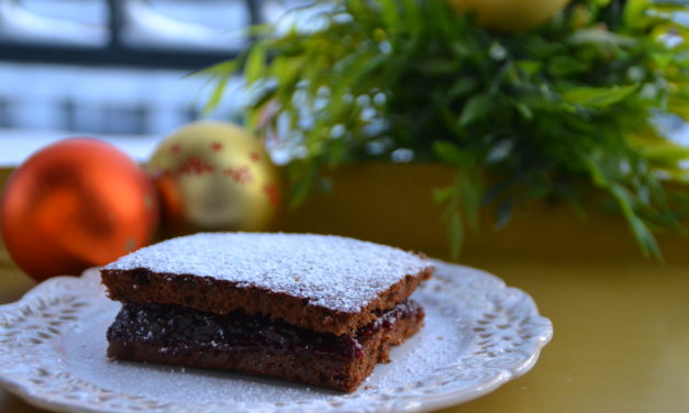 Quick plum–chocolate gingerbread  cake
