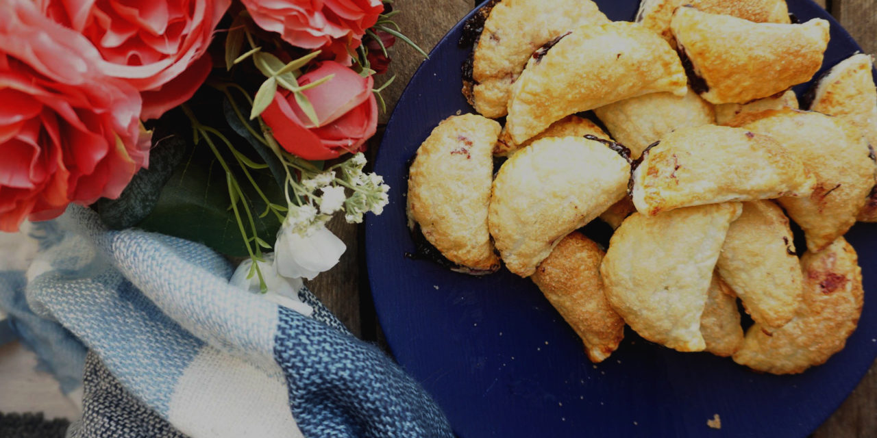 Puff pastry dumplings with blueberries