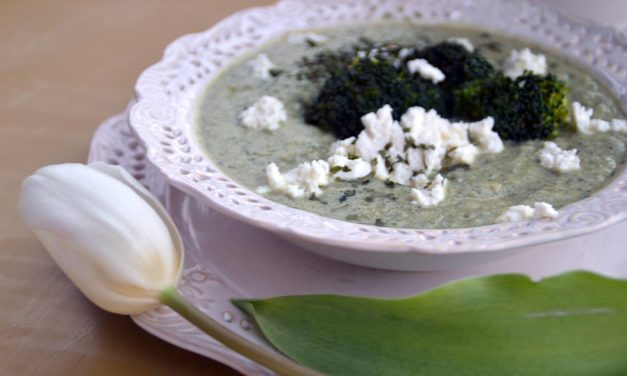 Broccoli soup with feta cheese