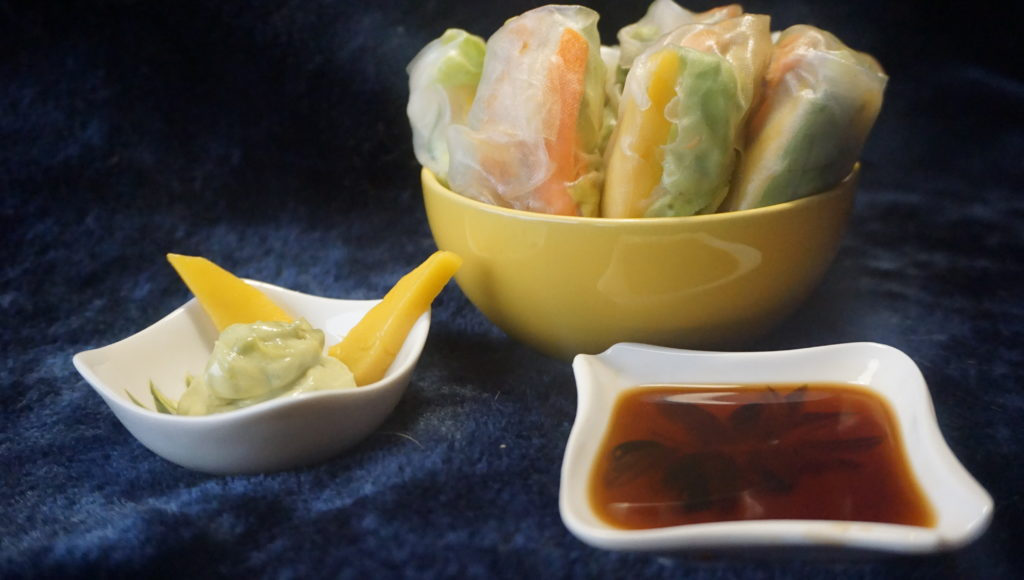 Spring rolls with salmon and mango