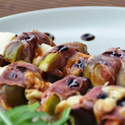 Ham, cheese and figs skewers