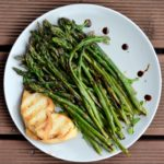 Grilled asparagus with toast