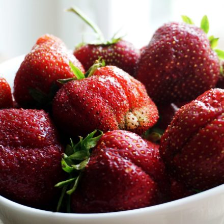 Strawberries - benefits and how to store and hull them