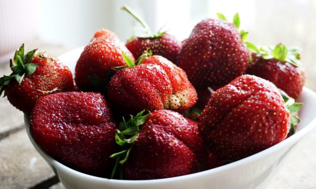 Strawberries – benefits and how to store and hull them
